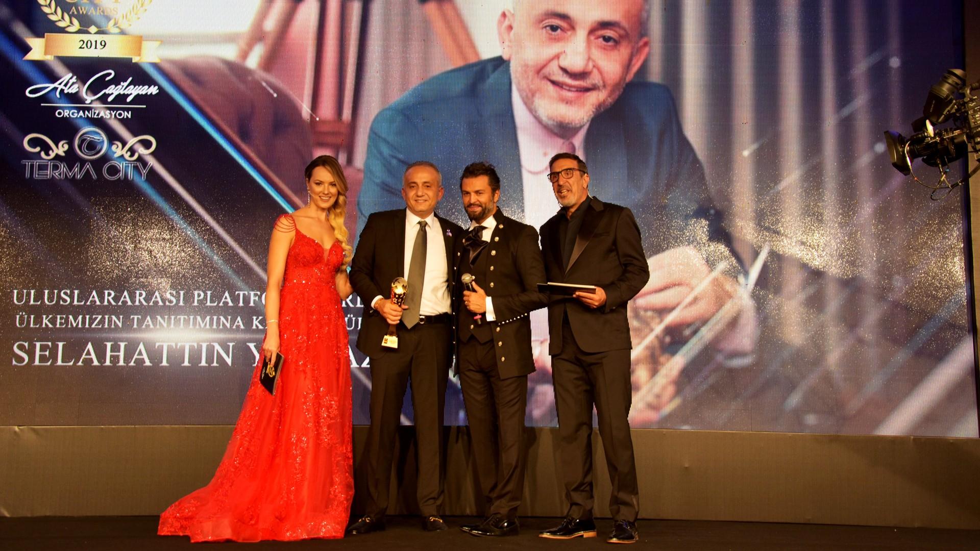 Best of City Awards'da Selahattin Yılmaz Tanıtıma Katkı Ödülü Aldı.